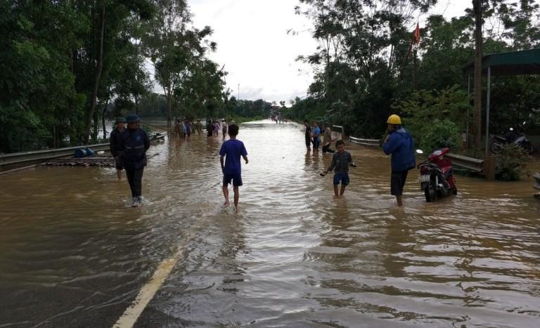 QL47 đoạn km 49 bị nước lũ chia cắt