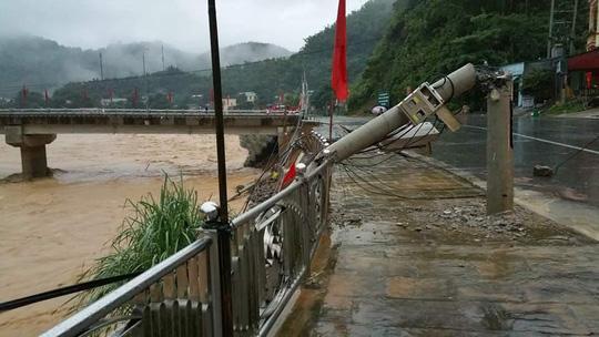 Sông Lò chảy qua huyện Quan Sơn