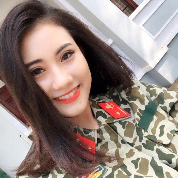 Cận cảnh gương mặt xinh đẹp của nữ quân nhân Huyền Thương