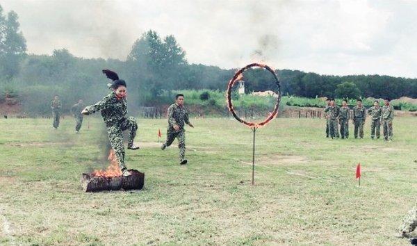 Hình ảnh tập luyện trong quân ngũ của Huyền Thương