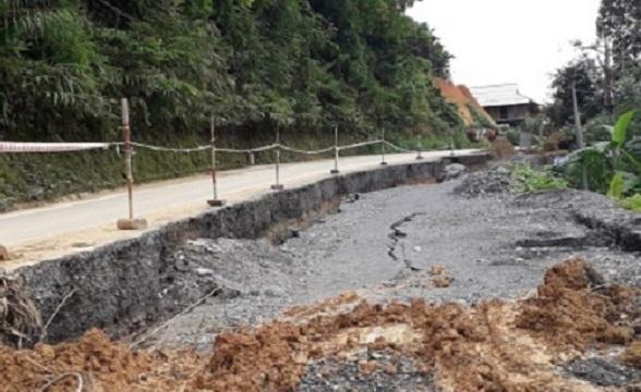 Nhiều đoạn trên quốc lộ 217 bị sụt lún nghiêm trọng vẫn chưa được khắc phục
