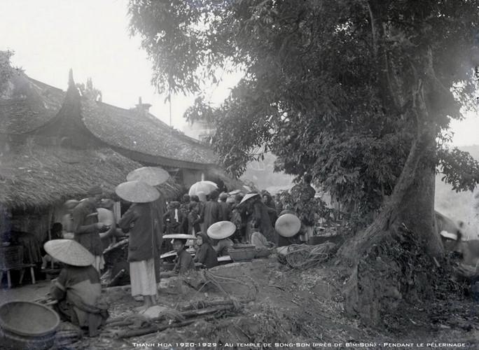 Đền Sòng Sơn ở Bỉm Sơn, Thanh Hóa trong ngày hội. Ảnh tư liệu.