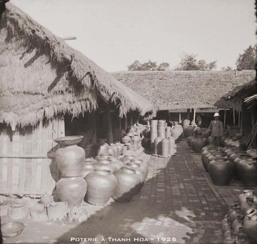 Một xưởng gốm ở Thanh Hóa năm 1925. Ảnh tư liệu.