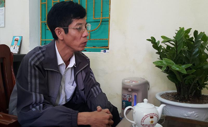 Ông Lê Duy Trung trao đổi với phóng viên.