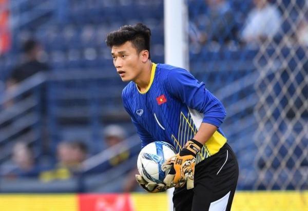 Tiến Dũng khiến các chân sút U23 Thái Lan ngán ngẩm. Ảnh: Zing.vn