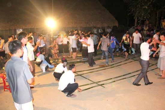 Nhiều trò chơi dân gian đặc sắc khiến du khách không thể nào quên mỗi lần đến với Lang Chánh