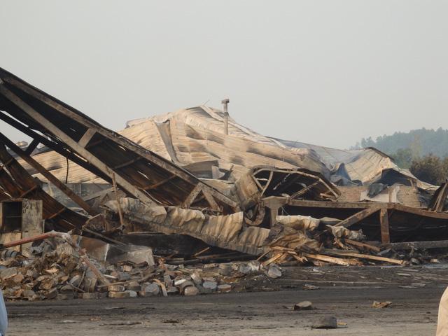 Công ty Tràng An 3 trở thành đống đổ nát sau vụ cháy
