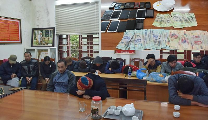 21 đối tượng bị bắt giữ đều ngụ ở Thạch Thành, Thanh Hóa. Ảnh: Đ. HỢP