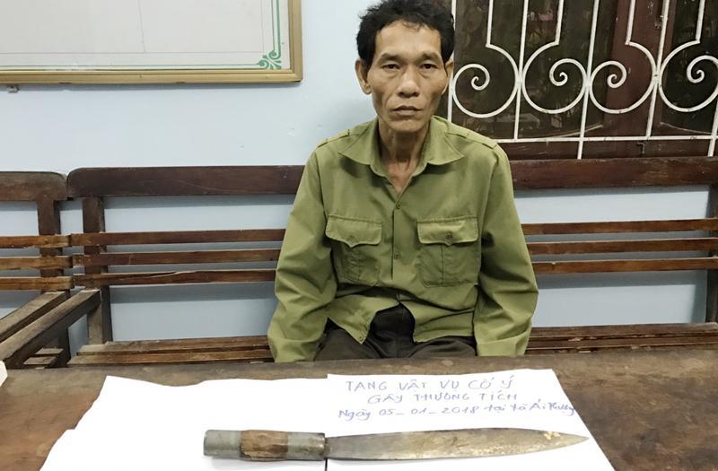 Quách Văn Dinh cùng con dao gây án