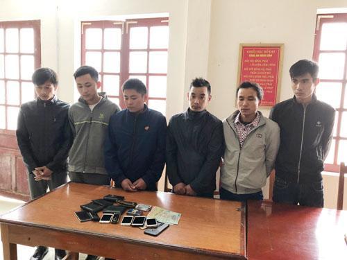 6 đối tượng bị bắt giữ vì hành vi đánh bạc (Ảnh: Công an Thanh Hóa)