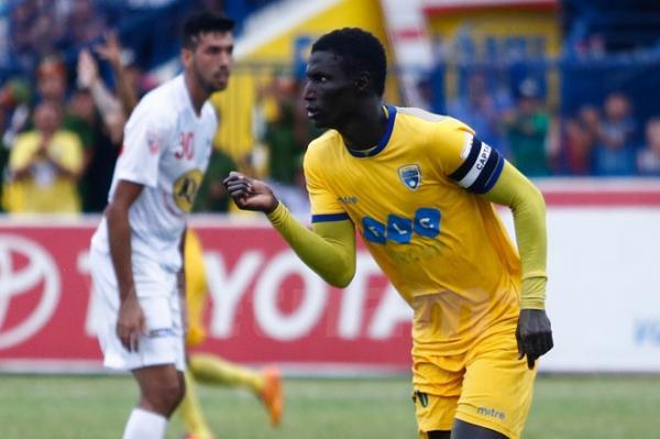 Omar Faye là cầu thủ da màu hiếm hoi tại V.League chơi bóng dựa trên nền tảng kỹ thuật. Ảnh: Vietnam+