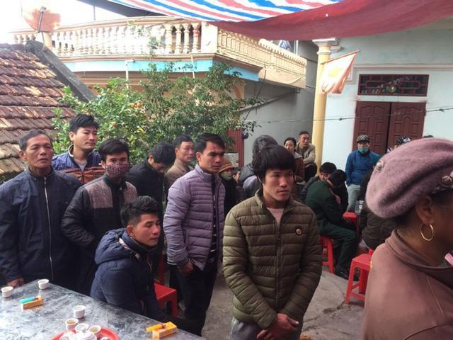 Nhiều người dân bày tỏ sự thương tiếc đến các gia đình 8 ngư dân mất tích.