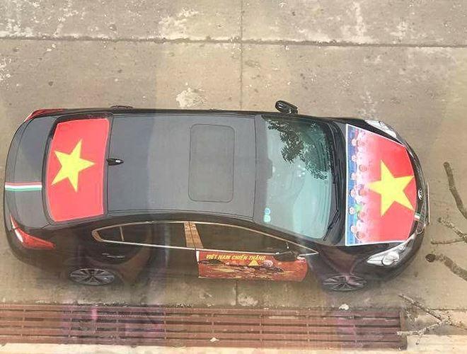 Chiếc xe nhìn từ trên cao