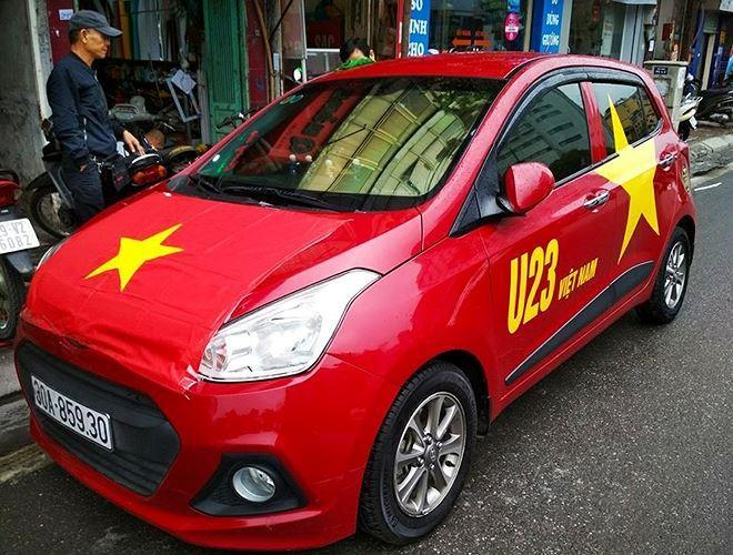 Chiếc Hyundai i10 này trông như một lá cờ Tổ quốc di động