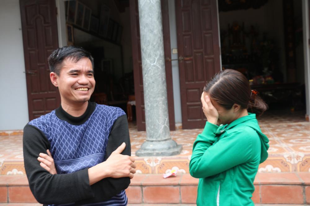 Giây phút e ngại của vợ chồng anh Chiến và chị Huyền nói về việc
