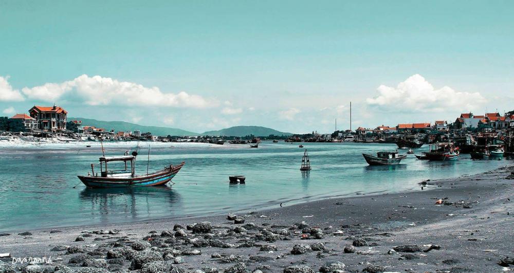 Bãi biển Hải Hòa được người dân nơi đây chọn là một trong những bãi biển đẹp ở Thanh Hóa. (Ảnh: vanhoaviet.com)