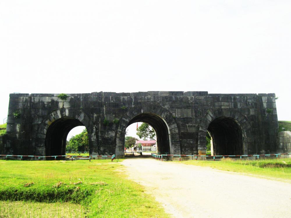 Di tích lịch sử thành nhà Hồ. (Ảnh: thethaovanhoa.vn)