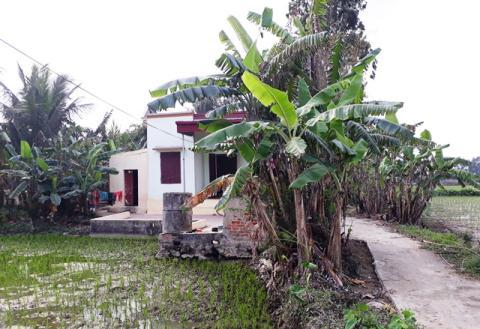 Ngôi nhà nhỏ nằm ngoài cánh đồng