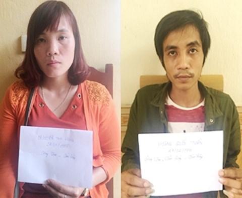 Đối tượng Nguyễn Thị Hồng và Hoàng Quốc Tuấn tại cơ quan công an.