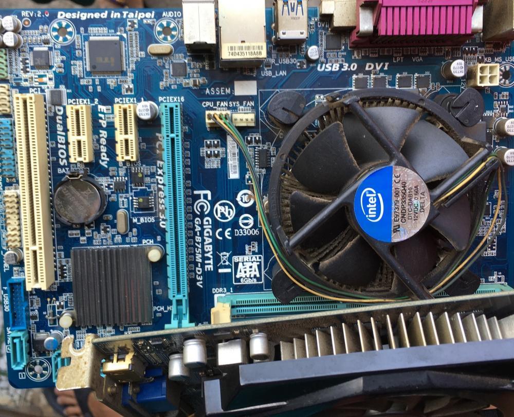 Tang vật của vụ nam thanh niên vào tiệm net tháo trộm thiết bị máy tính để chơi game.