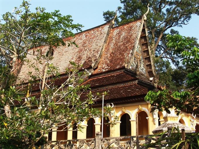 Cũng giống như những ngôi chùa Khmer khác ở Nam Bộ, chùa Âng là nơi thờ tự tín ngưỡng gắn liền với đời sống văn hóa, tinh thần của đồng bào Khmer trong vùng. Hàng năm, tại đây diễn ra rất nhiều lễ hội truyền thống như Ok Om bok, Chol Chnam Thmay, lễ Đôlta, thu hút hàng chục nghìn du khách trong tỉnh và từ các nơi đến chiêm bái, vui chơi.
