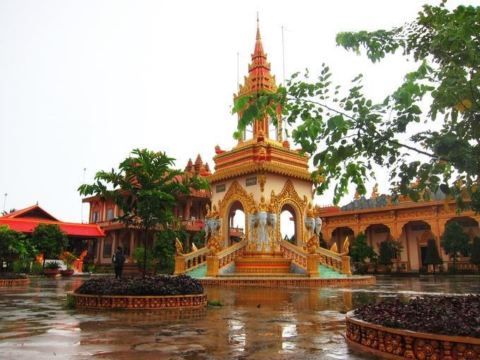 Chùa Xiêm Cán là điểm du lịch tâm linh nổi tiếng của Bạc Liêu. Vào những dịp lễ hội lớn như Chol Chnam Thmay (mừng năm mới), Sêne Đôlta (cúng ông bà), Ok Om Bok (cúng trăng), chùa thu hút đông đảo du khách nhất.