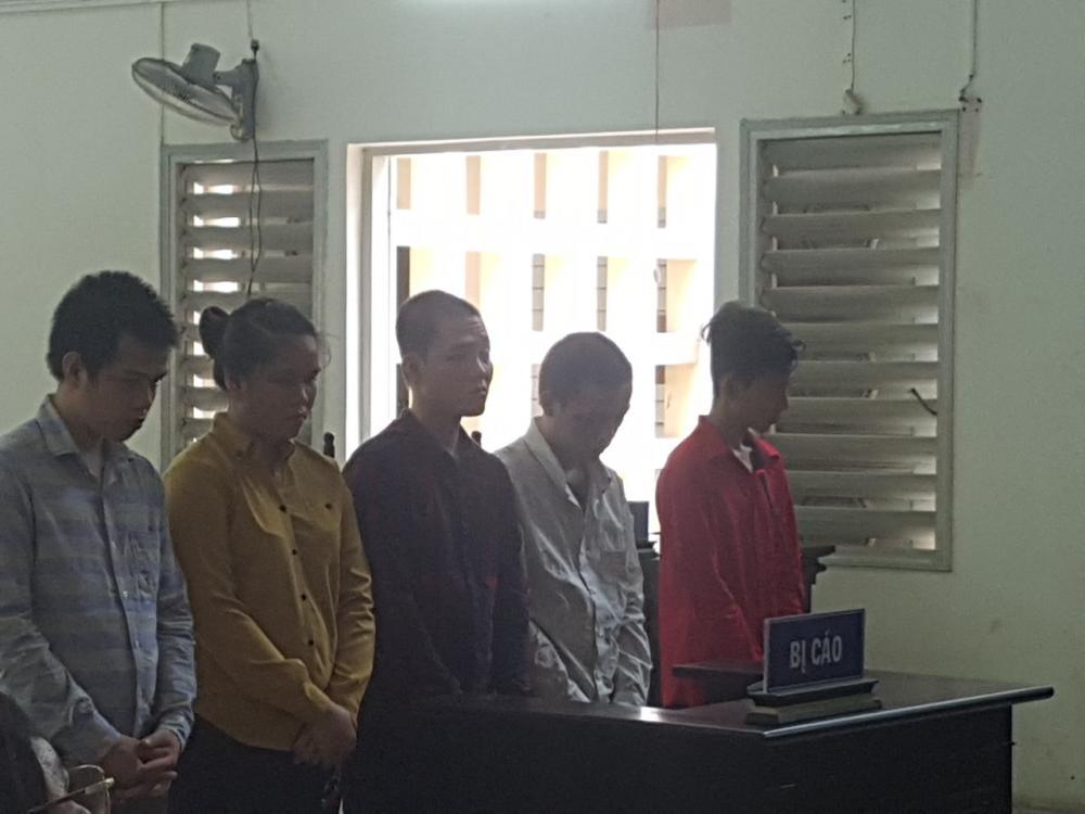 Các bị cáo trong phiên tòa xét xử.