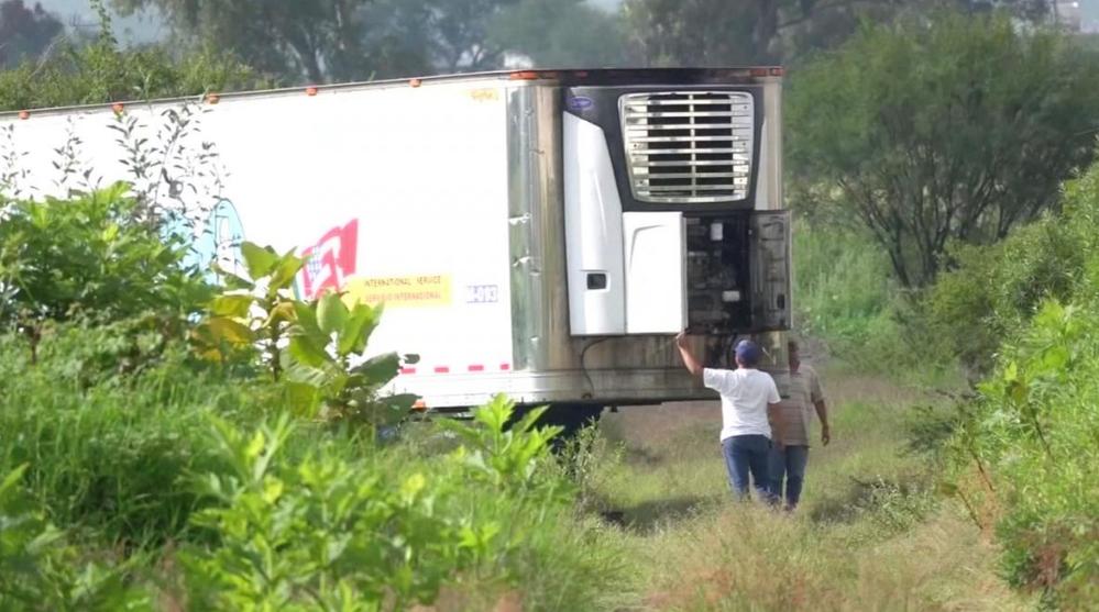 Mùi tử khí nồng nặc khiến cư dân sinh sống gần toa xe phải phàn nàn với chính quyền