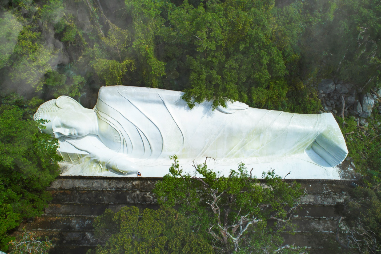 Chinh phục 385 bậc thang chiêm ngưỡng tượng Phật Thích Ca nhập Niết Bàn