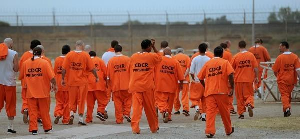 ột nhà tù tại bang California dùng màu cam cho trang phục tù nhân.