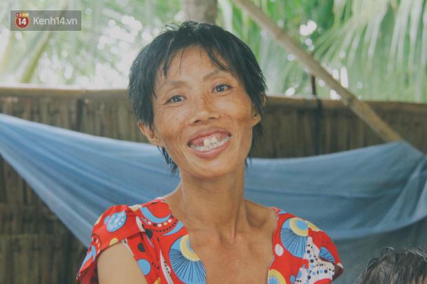 41 tuổi, chị Yểm đã có 5 người con và đang mang bầu đứa thứ 6, cũng vì nghèo đói, khờ khạo, người mẹ chẳng biết cách nào để