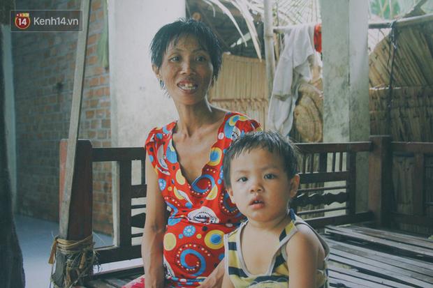 Dù đã mang bầu đến tháng thứ 7 nhưng chị Yểm không đi khám bệnh viện vì nhà không có tiền.