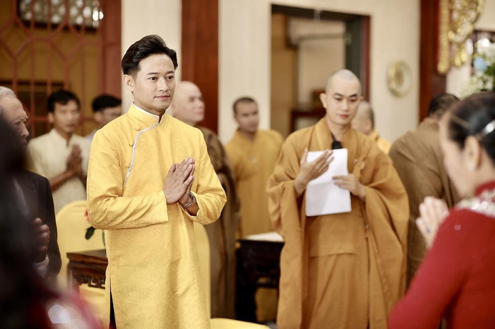 Tiệc cưới chính thức của Quý Bình diễn ra vào tối 14/12 ở một trung tâm hội nghị tại quận 7, TP HCM.