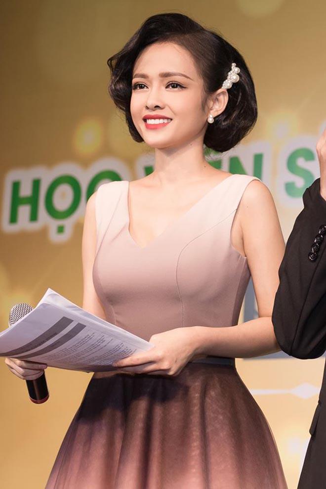 Hiện tại ngoài công việc ở nhà đài, cô còn chăm chỉ chạy show dẫn dắt event.