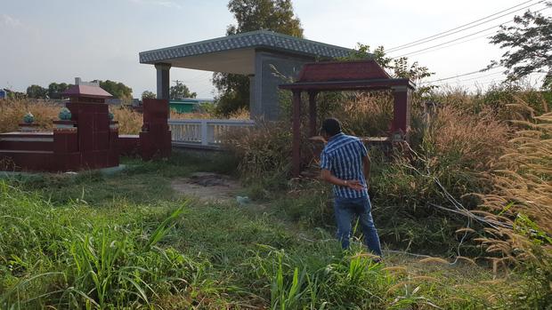 Người dân vẫn còn xôn xao về vụ việc. Hiện trường phát hiện bộ x ương là trong khu nghĩa địa.
