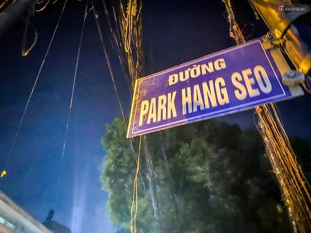 Trước đó ngày 21/11/2019, người dân tự ý gắn bảng tên đường Park Hang-seo ở quận 9 và đã bị chính quyền địa phương gỡ bỏ ngay sau đó.