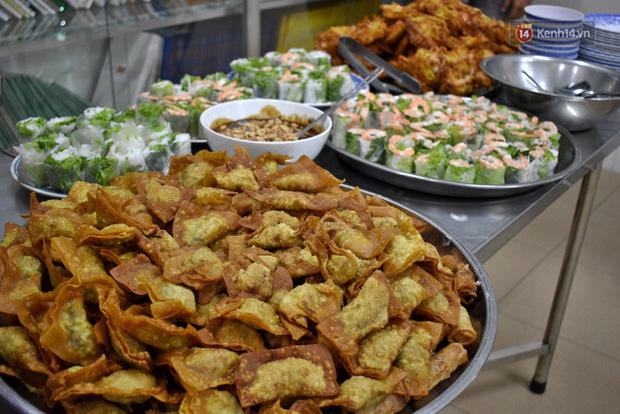 Những món ăn tươi ngon được gửi tặng các em nhỏ tại Mái ấm Sơn Kỳ