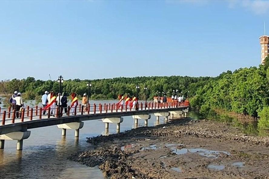 Mũi Cà Mau, điểm đến của nhiều du khách mỗi khi đến Cà Mau (ảnh Nhật Hồ)