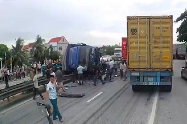 Hiện trường vụ tai nạn khiến ít nhất 5 người t ử vo ng.