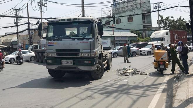 Hiện trường vụ tai nạn đường Huỳnh Tấn Phát. Ảnh: A.H.