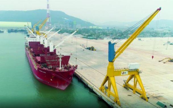 Đề xuất cảng biển Nghi Sơn (Thanh Hóa) được phép nhập khẩu ô tô dưới 16 chỗ.