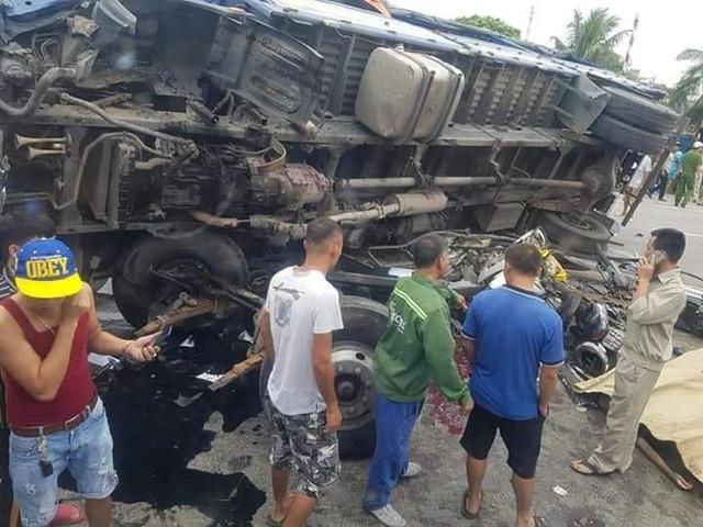 Hiện trường vụ tai nạn thảm khốc sáng 23/7 tại xã Cộng Hòa, huyện Kim Thành
