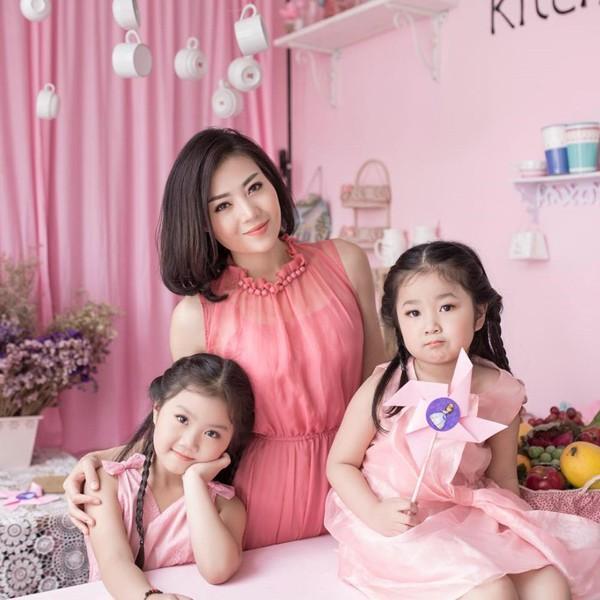 Thanh Hương có cuộc sống hạnh phúc bên cạnh chồng và hai con gái.