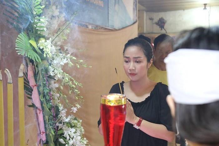 Ốc Thanh Vân thương xót khi tiễn đưa nhiếp ảnh gia Minh Hoàng.