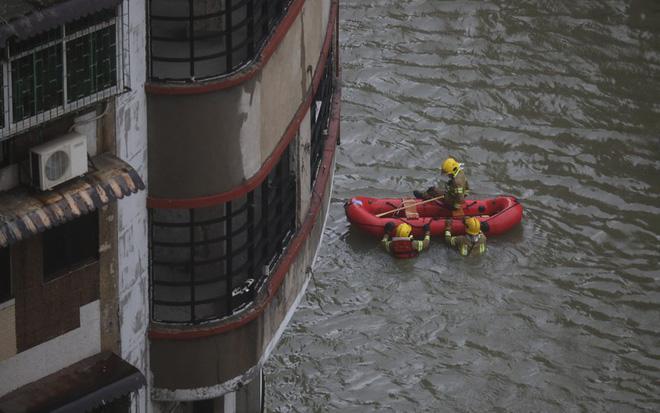 Macau chìm trong biển nước