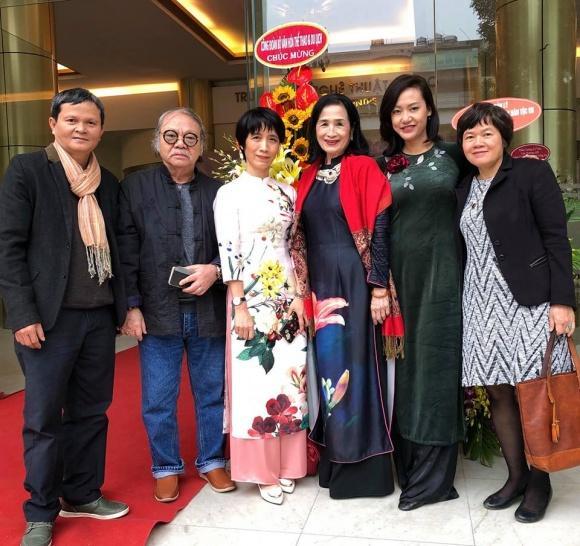 Đạo diễn Nguyễn Thanh Vân, NSND Đoàn Dũng, Cục Phó Cục Điện ảnh Lý Phương Dung, NSND Trà Giang, diễn viên Hồng Ánh, đạo diễn Phạm Nhuệ Giang (Từ trái qua phải).