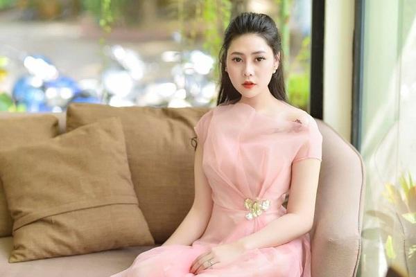 Thư Thanh có khuôn mặt hao hao diễn viên Phương Oanh - người thủ vai Quỳnh búp bê.