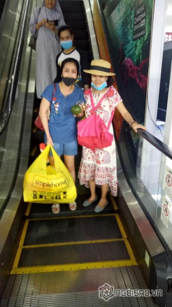 Hình ảnh Mai Phương đi siêu thị, đi chơi cùng Ốc Thanh Vân