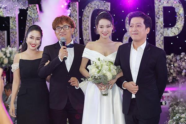Ốc Thanh Vân đảm nhiệm vai trò MC thay Đại Nghĩa ở phần sau trong đám cưới Trường Giang.