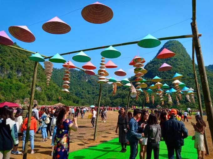 Theo thống kê sau khi khai trương (ngày 25/11) đến này,Thung lũng hoa Bắc Sơn đã thu hút khoảng hơn 10.000 lượt du khách.